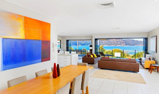 """Luro Beachfront Penthouse"" Ettalong Beach"
