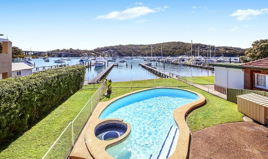 "Absolute Waterfront – ""Cabarita Cottage"""