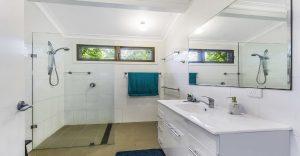 Bathroom1 (002).JPG 14 pearl