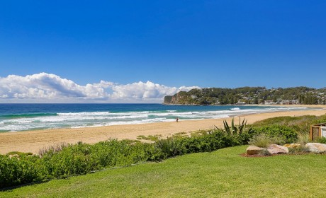Reflections – beachfront apartment North Avoca