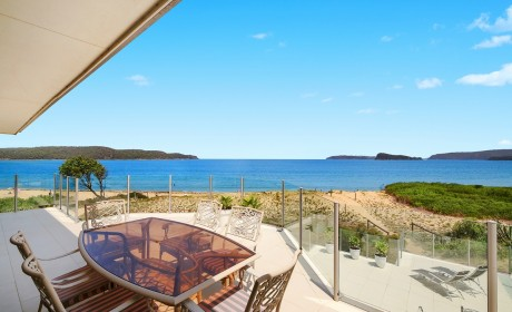 Sea breeze – stunning beach front apartment on Umina Beach